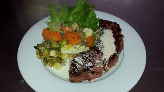 Au Bon Accueil  - Onglet,légumes frais et sauce roquefort maison -