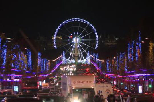Illuminations des Champs-Elysées: un bide à 1million d'euros?