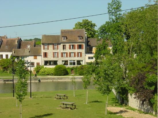Auberge De La Terrasse Restaurant Normand à Moret Loing Et