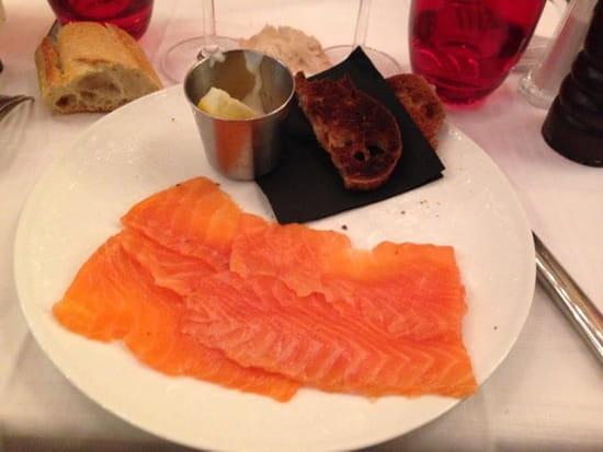 Entrée : Le Bistro des Deux Théâtres  - Tranches de saumon sauce blanche citron et toasts -