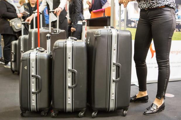 Une valise à roulettes