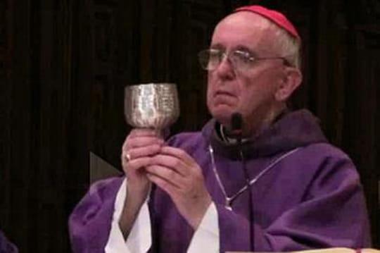 Pape François: mariage homo, contraception, avortement... Un pape réformiste ouconservateur?
