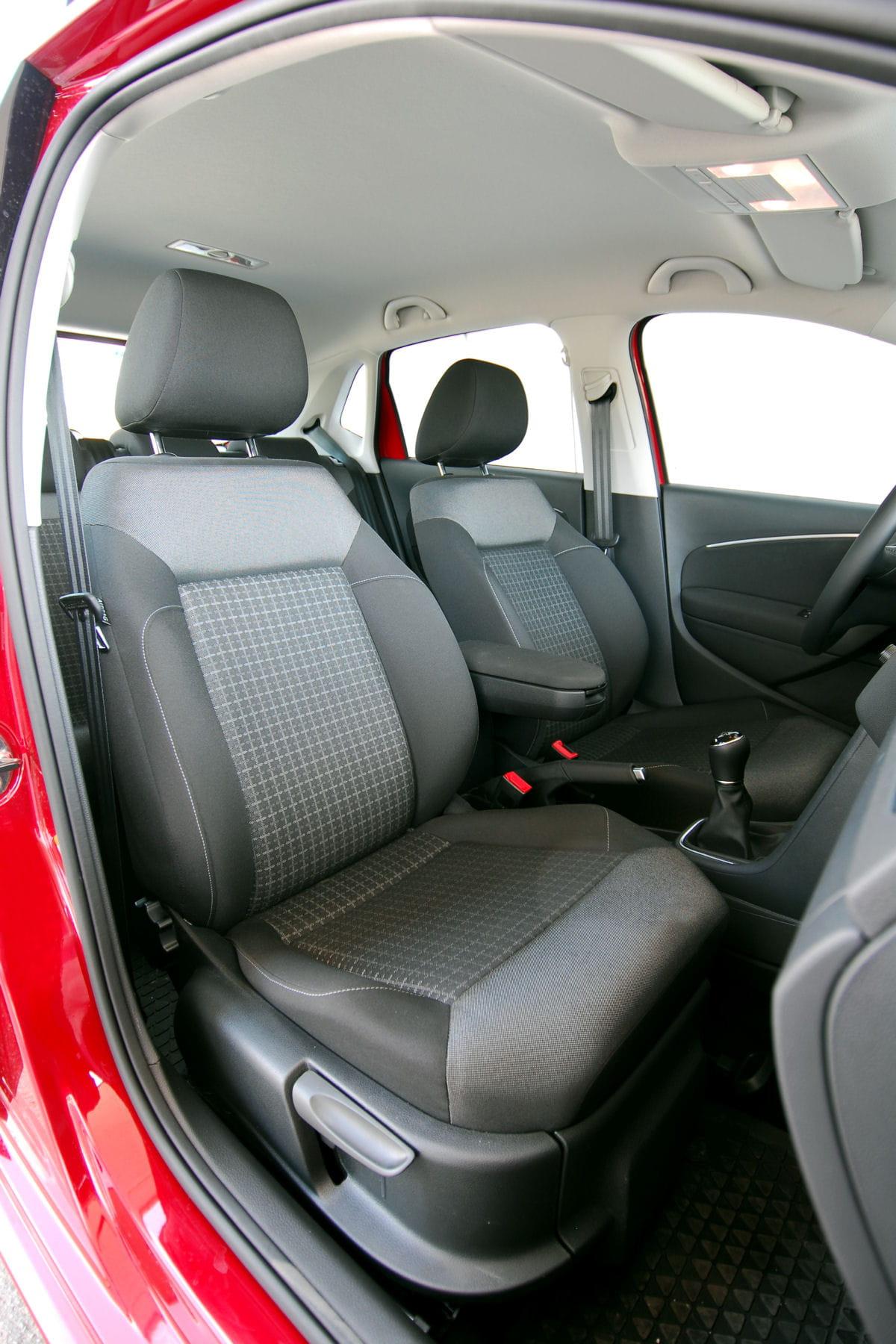 comment enlever une tache sur le plafond de votre voiture. Black Bedroom Furniture Sets. Home Design Ideas