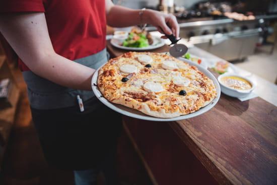 Plat : La Grange Brasserie Pizzeria  - Pizza à la carte -   © CLFDCapture
