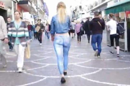 Elle se balade sans pantalon, ni vu ni connu