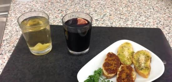 La Cantina Del Conquistadors  - sangria maison rouge 1.50 € blanche 2.00 € assiette de tartines faites maison offertes -
