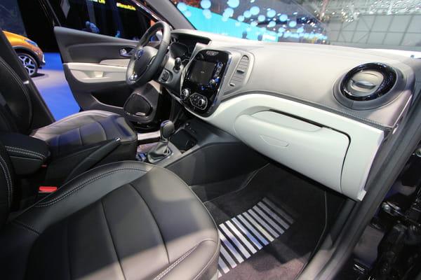 Nouveau renault captur restyl quels changements l for Renault captur interieur cuir