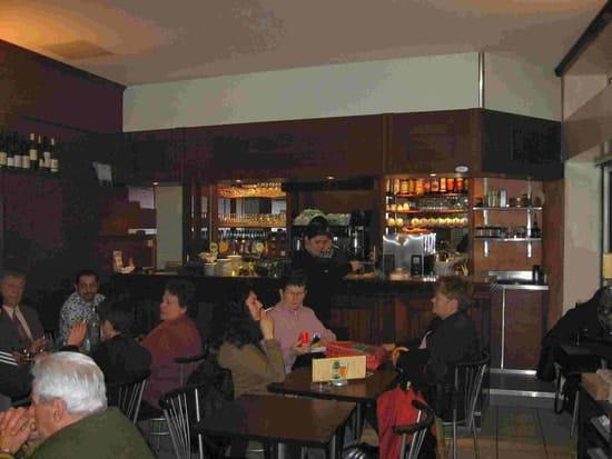 Mogador Café  - la salle -   © Jacques Flahaut
