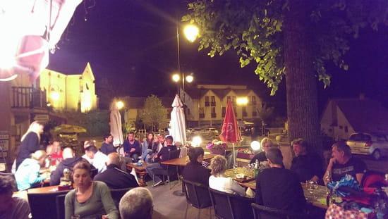 Restaurant : Le Café du Midi - La Violette  - La terrasse, avec vue sur l'église du village -   © RD