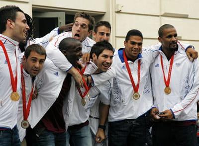 depuis, l'équipe de france de hand s'est bien rattrapée en gagnant deux titres