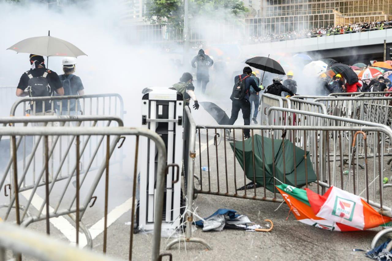 La peur de l'extradition vers la Chine plonge Hong Kong dans les violences politiques
