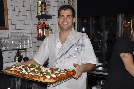 Quattro  - La pizza sort du four -   © Erik IMAN