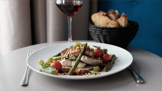 L'Archimède  - Sandre façon Rossini (avec foie gras) , asperges vertes, tomates cerises. Le poisson façon Rossini est un des plats signatures du chef -   © www.bigbouffe.com