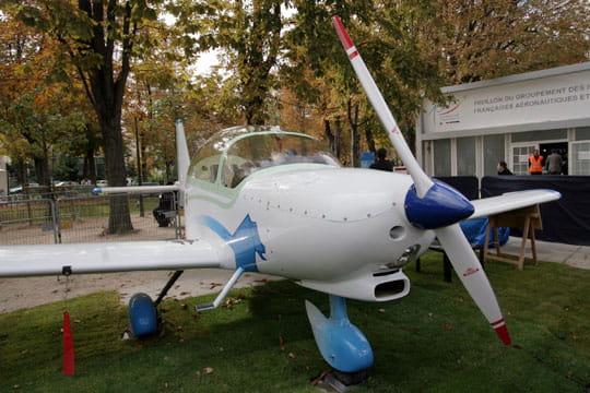 Avion école biplace APM20