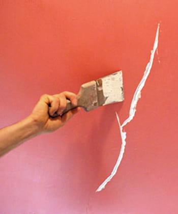 reboucher une fissure ou un trou dans un mur. Black Bedroom Furniture Sets. Home Design Ideas