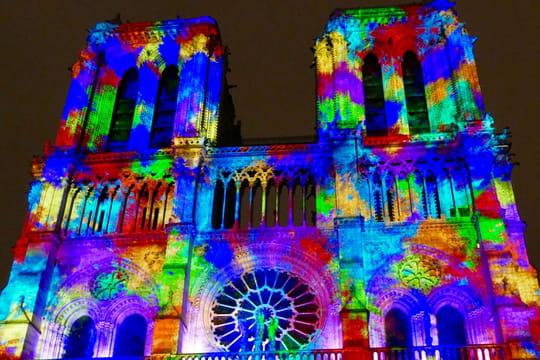 Dame de Cœur: le show spectaculaire de Notre-Dame de Paris en images
