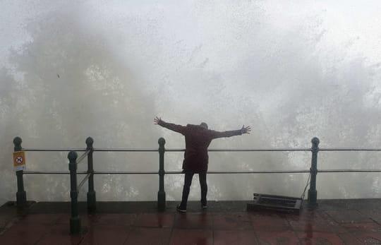 Ouragan Ophelia: ciel jaune en France, drame en Irlande