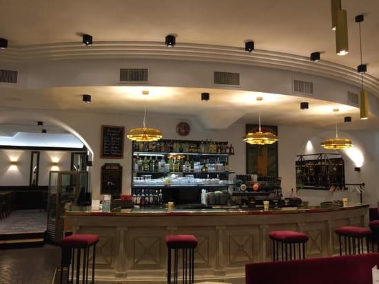 Le Grand Café  - Le bar -   © Maïté Egurreguy