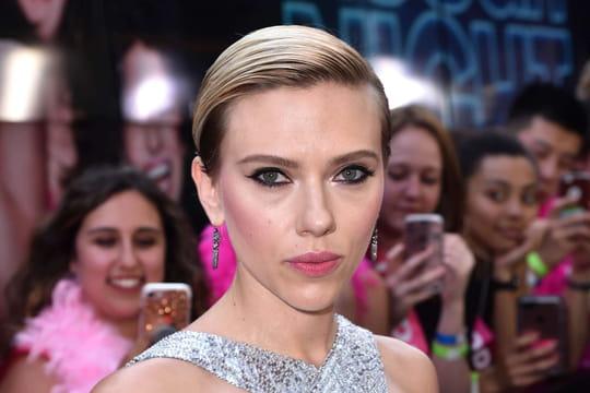 James Francopointé du doigt par Scarlett Johansson