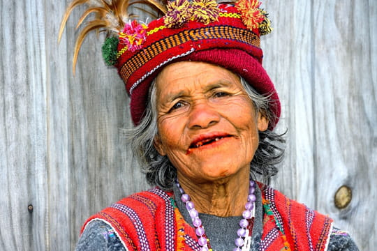 Elegante femme de la tribu Ifugao