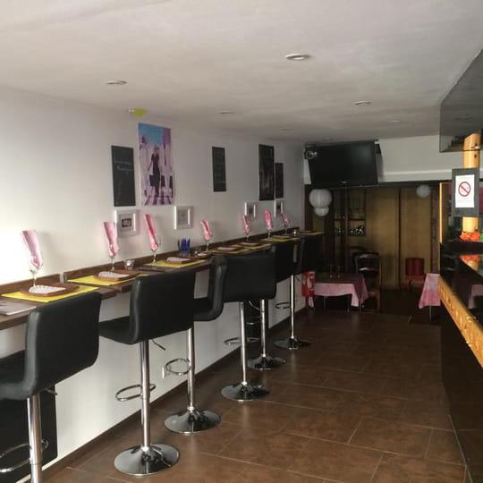 le lac rose restaurant africain laval avec linternaute. Black Bedroom Furniture Sets. Home Design Ideas