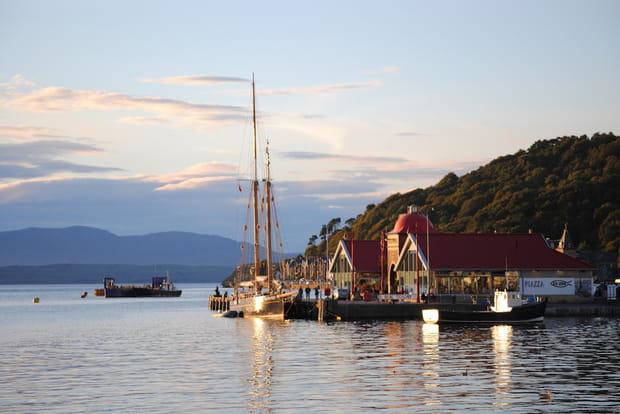 Le port coquet d'Oban en Écosse