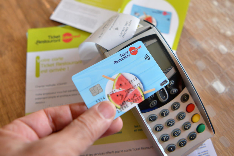 Ticket Restaurant Le Plafond Passe A 38 Euros Ou Utiliser Sa Carte