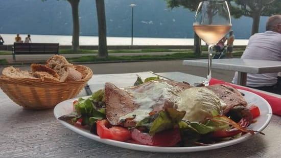 Plat : Le Chalet du Lac  - Face au lac salade au saint félicien. Au top et copieuse -