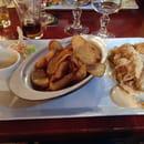 Plat : L'incontournable  - Suprême de volaille crème de foie gras frites maisons.  -