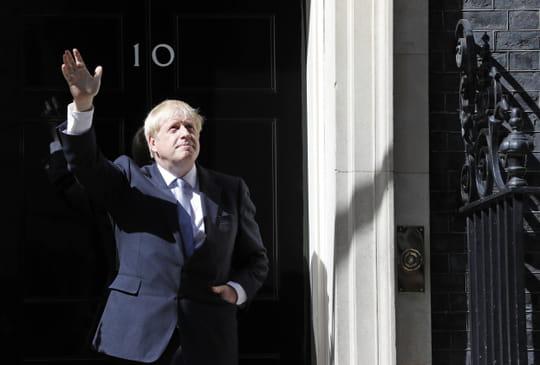 Boris Johnson: un nouveau gouvernement et une gaffe pour son premier jour