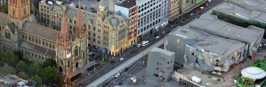 Attaque au couteau à Melbourne: des vidéos choc de l'assaillant