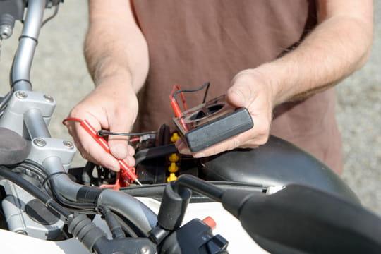 Chargeur de batterie moto: à quoi ça sert?