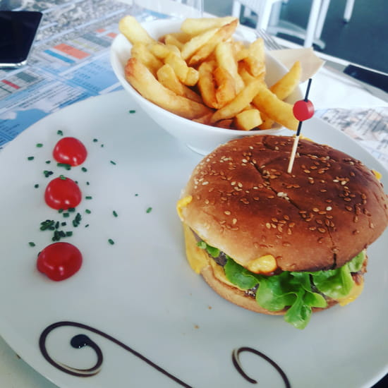 Plat : L'Indigo  - Hamburger maison -   © LF