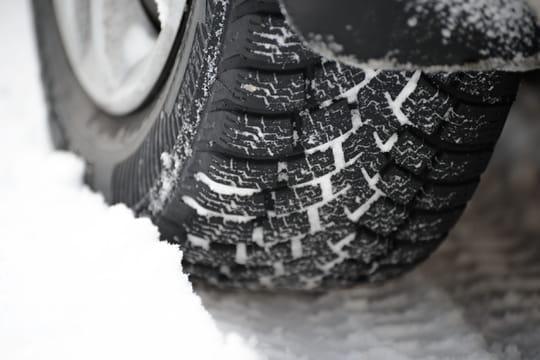 Installer des pneus neige