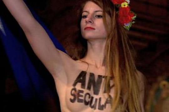 Pape en France : une Femen seins nus attaquable pour blasphème