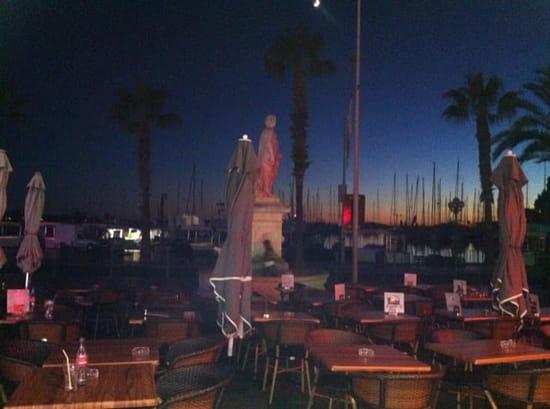 Restaurant : Ô Dix Sept  - A la tombée de la nuit -