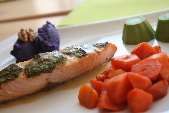 Oréade Restaurant  - Saumon en croûte de noix -