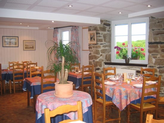 Auberge de Quilinen  - Salle restaurant -   © Véronique