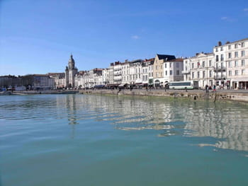 le port et la ville de la rochelle. Black Bedroom Furniture Sets. Home Design Ideas
