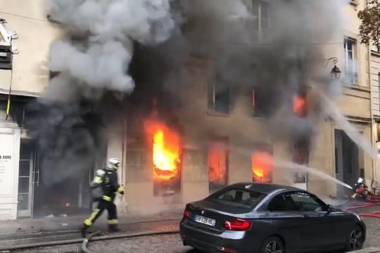 Incendie à Paris, à la librairie La Hune: les impressionnantes images
