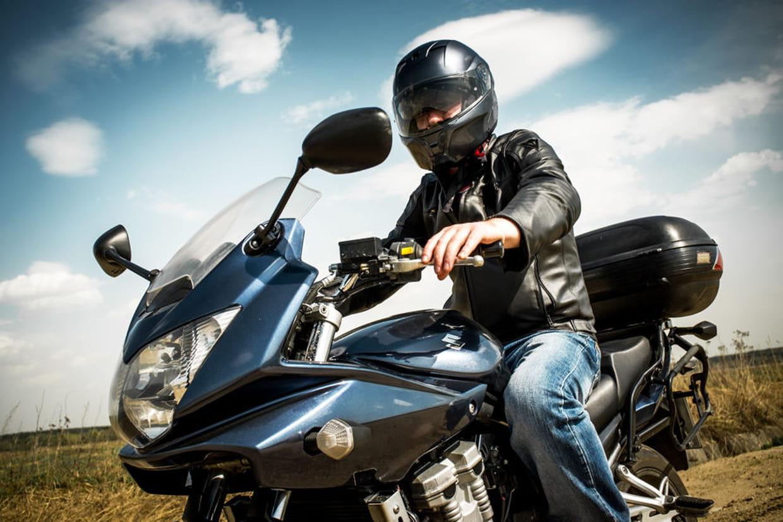 comment bien choisir un casque de moto meilleurs mod les prix taille. Black Bedroom Furniture Sets. Home Design Ideas