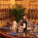 Restaurant : La Riviera  - ''la fameuse table ronde du capitaine'' -   © la riviera