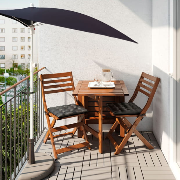 un parasol de balcon sur pied. Black Bedroom Furniture Sets. Home Design Ideas