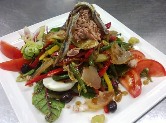 La Brasserie  - Salade Niçoise spéciale Brasserie -   © C. Seine