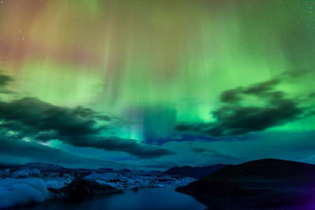 L'Islande: lumière sur les aurores