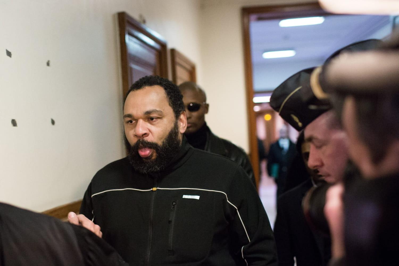 Dieudonné: deux ans de prison ferme, ce qu'on sait de sa condamnation