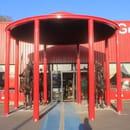 Gengis Khan Grill  - Entrée du restaurant Gengis Khan Grill avec deux chevaux et ses soldats. -
