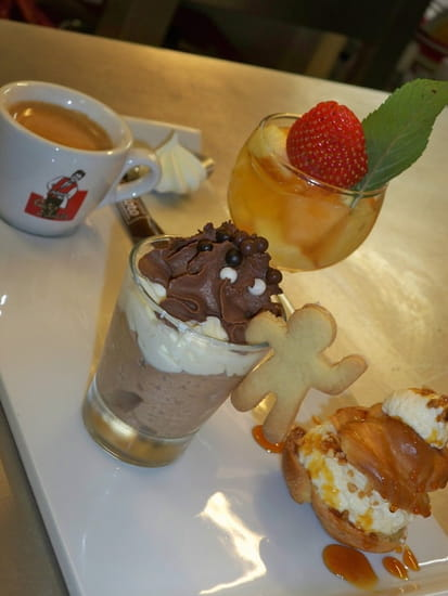 Aux Deux Chefs  - Café gourmand... Ici tout est fait main, sauf la vaisselle, qui est lavée en machine.... -