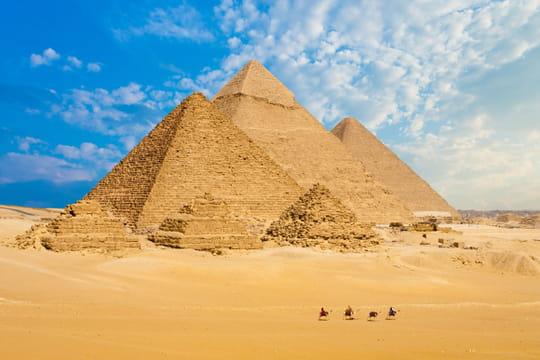 Un couple se filme nu sur une pyramide en Egypte, deux personnes arrêtées