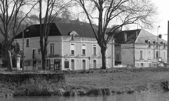 Restaurant : L'Idylle  - Bar-Restaurant L'Idylle vu du Canal de Bourgogne -   © moi